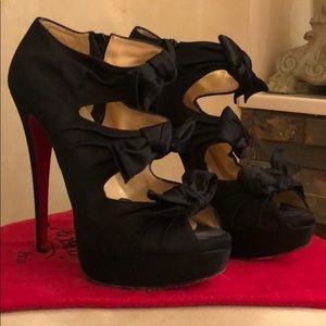 CHRISTIAN LOUBOUTIN SZ 40 BLACK SATIN STILETTOS